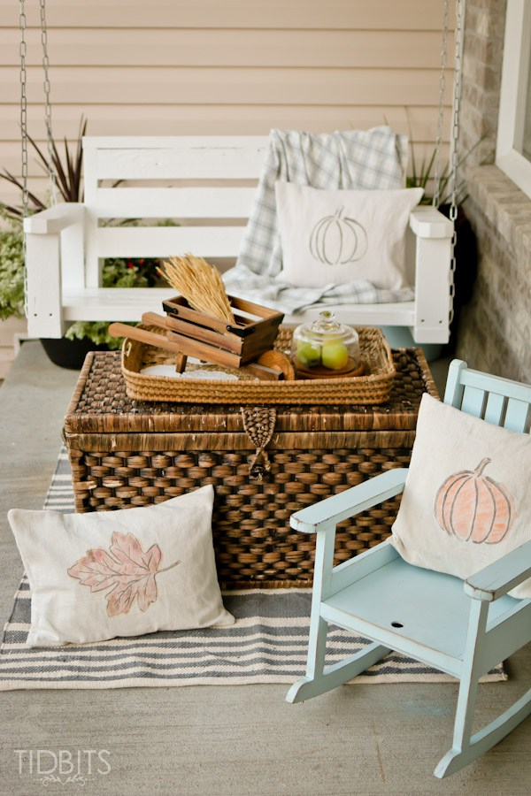Fall Pillows and Printables - Decorating your home for autumn doesn't have to break your bank. Here are 25 of the prettiest DIY Fall Decor Projects that you can create yourself for a fraction of the cost.  These are my favorite picks for the best rustic farmhouse decor for fall!