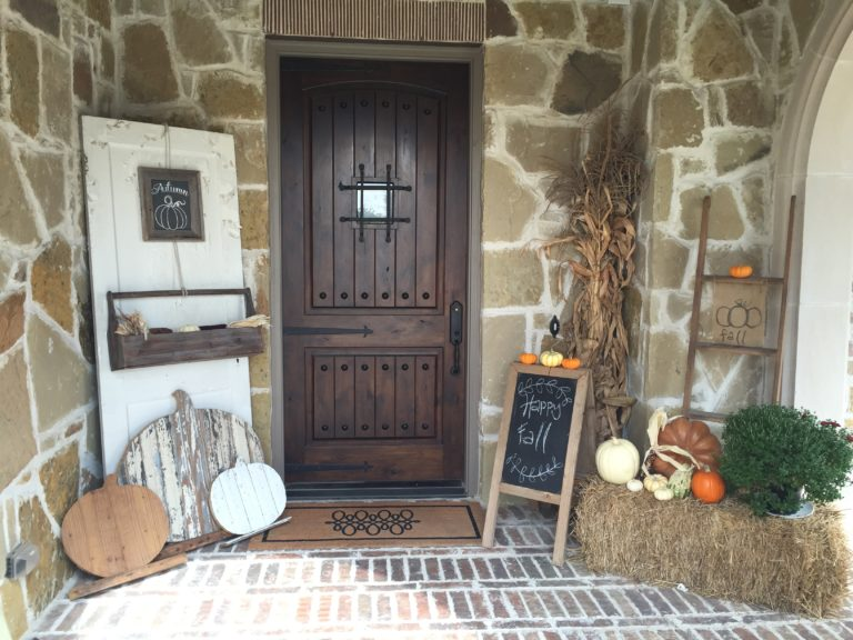 rustic farmhouse fall porch - If you need some inspiration for decorating your home for fall, we've got you covered!  Inside you'll find beautiful ideas for decorating your mantel and fireplace area, your outdoor front porch, and your kitchen and dining area.