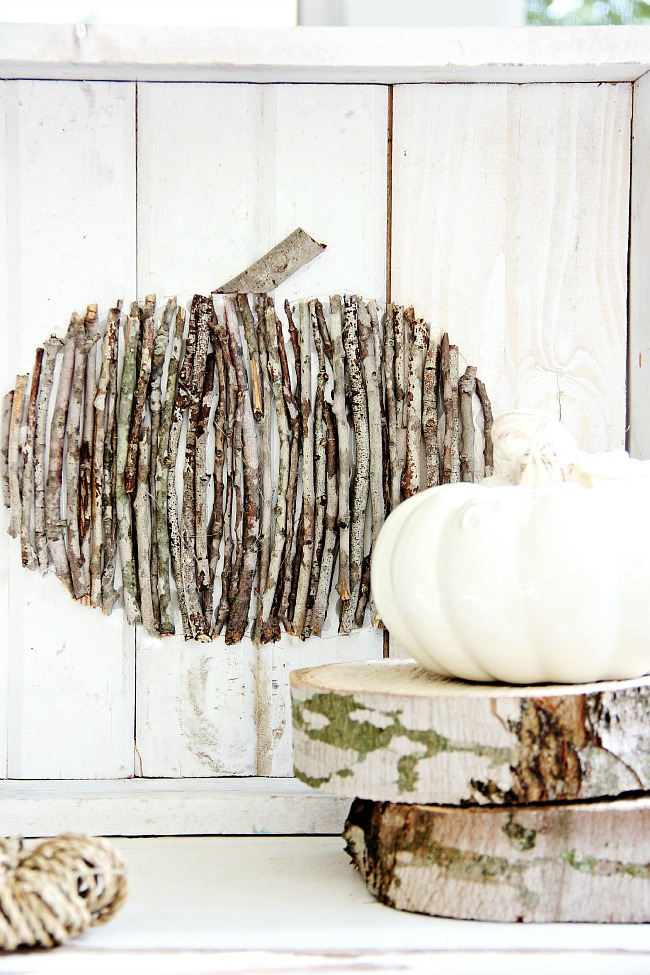Decorating your home for autumn doesn't have to break your bank. Here are 25 of the prettiest DIY Fall Decor Projects that you can create yourself for a fraction of the cost.  These are my favorite picks for the best rustic farmhouse decor for fall!