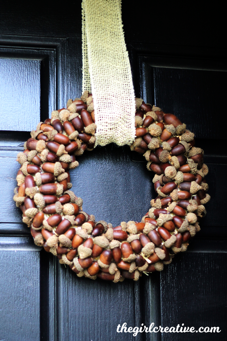 DIY Fall wreath with acorns and burlap bow