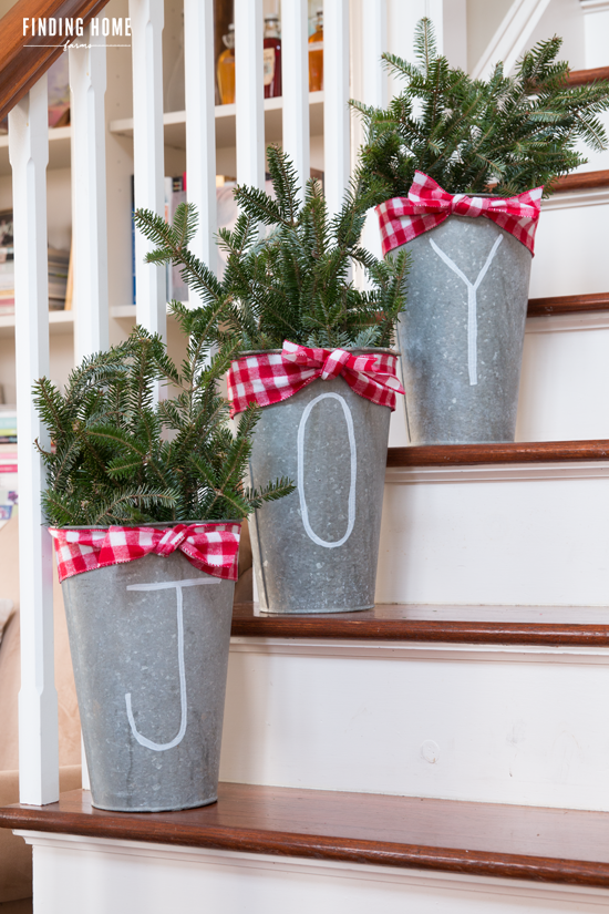 Galvanized christmas buckets finding home farms 30 rustic galvanized christmas buckets finding home farms 30 rustic farmhouse christmas diy projects solutioingenieria Images