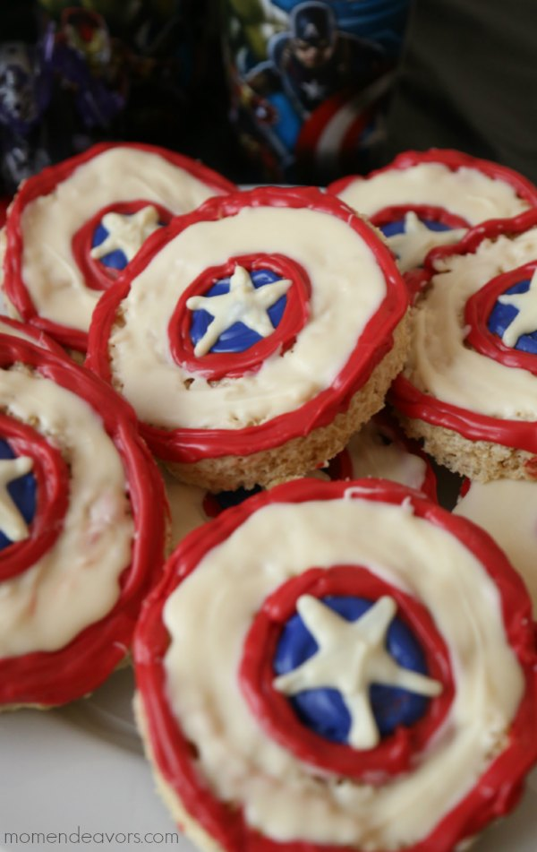 Patriotic Captain America Shield Treats - Are you looking for easy, delicious, red-white-and-blue desserts to make for Memorial Day or 4th of July? Here are 30 simple and NO BAKE patriotic desserts and treats you can whip up in a flash! Keep reading to check out all of the yumminess!