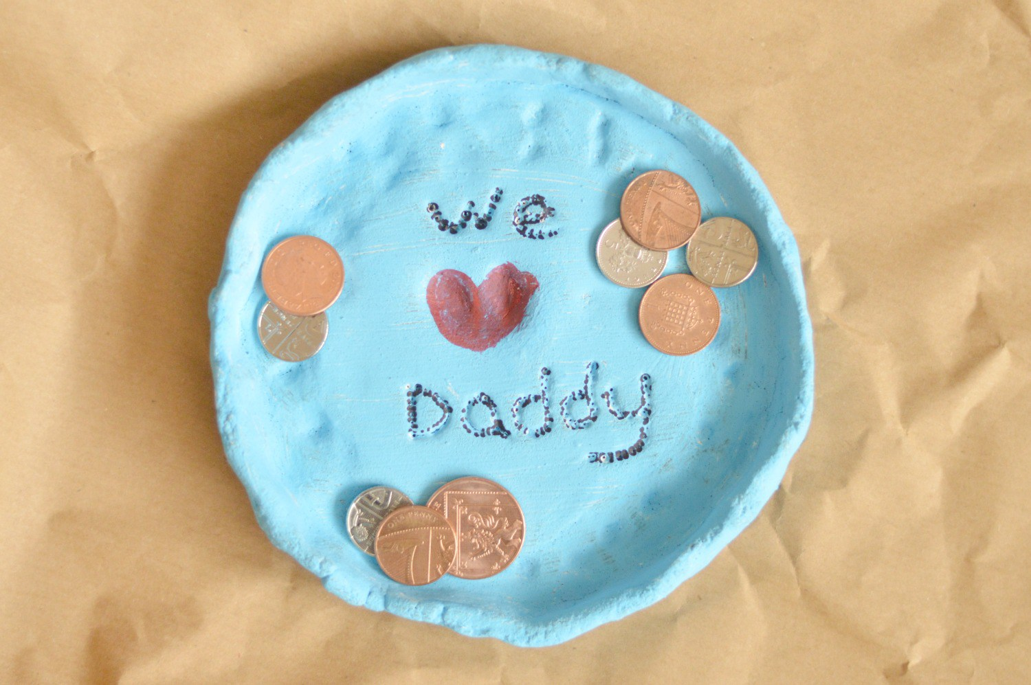 Plate for Daddy - I don't if anything warms the heart quite like a homemade gift from your kiddo! Father's Day is no exception - here are 25 homemade Father's Day gifts from kids  - and ones that Dad can actually use!  Keep reading to check them out!
