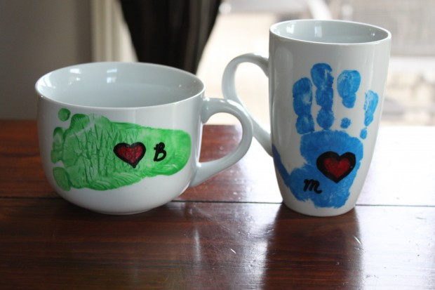 Footprint handprints mug - I don't if anything warms the heart quite like a homemade gift from your kiddo! Father's Day is no exception - here are 25 homemade Father's Day gifts from kids  - and ones that Dad can actually use!  Keep reading to check them out!