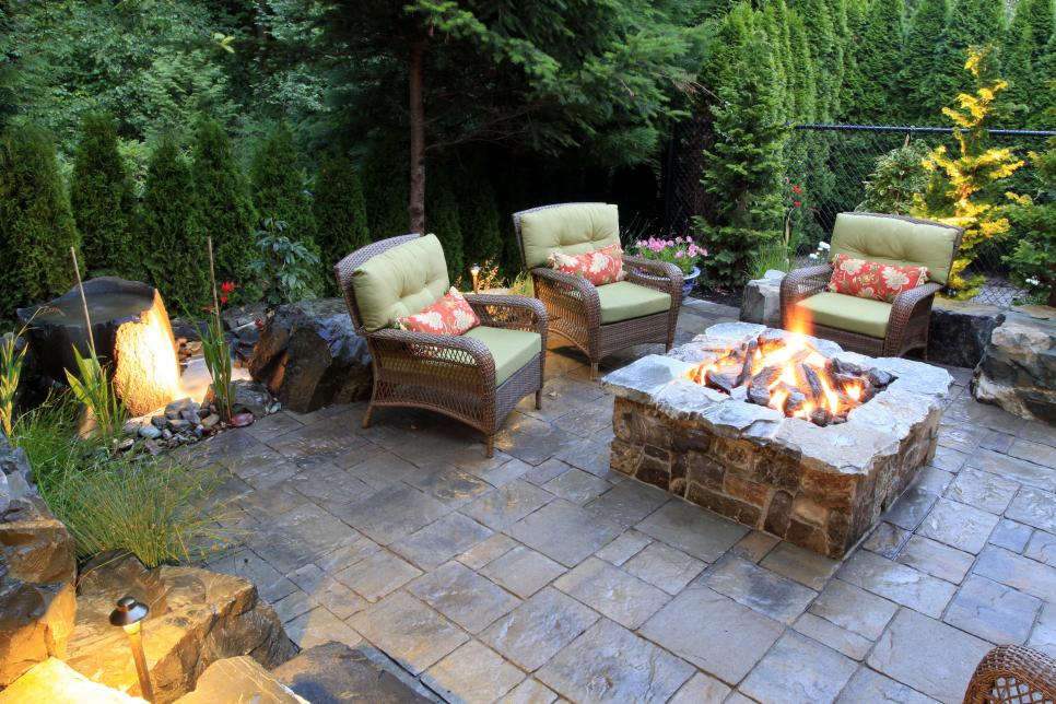 Firepit backyard patio - If you are wanting a perfect space to relax and enjoy during the warm summer days, I've got your covered! Inside is EVERYTHING you need to make your backyard and patio your most favorite place the entire summer!