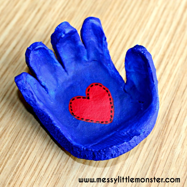 Salt Dough Handprint Bowl - I don't if anything warms the heart quite like a homemade gift from your kiddo! Father's Day is no exception - here are 25 homemade Father's Day gifts from kids  - and ones that Dad can actually use!  Keep reading to check them out!