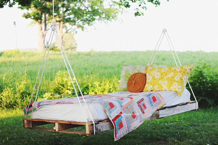 outside summer daybed backyard - If you are wanting a perfect space to relax and enjoy during the warm summer days, I've got your covered! Inside is EVERYTHING you need to make your backyard and patio your most favorite place the entire summer!