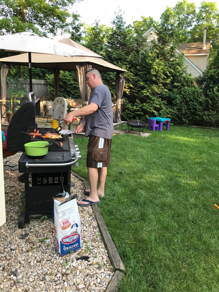 Looking to create meaningful memories with your kids this summer without feeling stressed?Try a casual family cookout! Read on to see how to keep it simple! #ad #familycookout #summer #bbq #MasterYourSummer #walmart