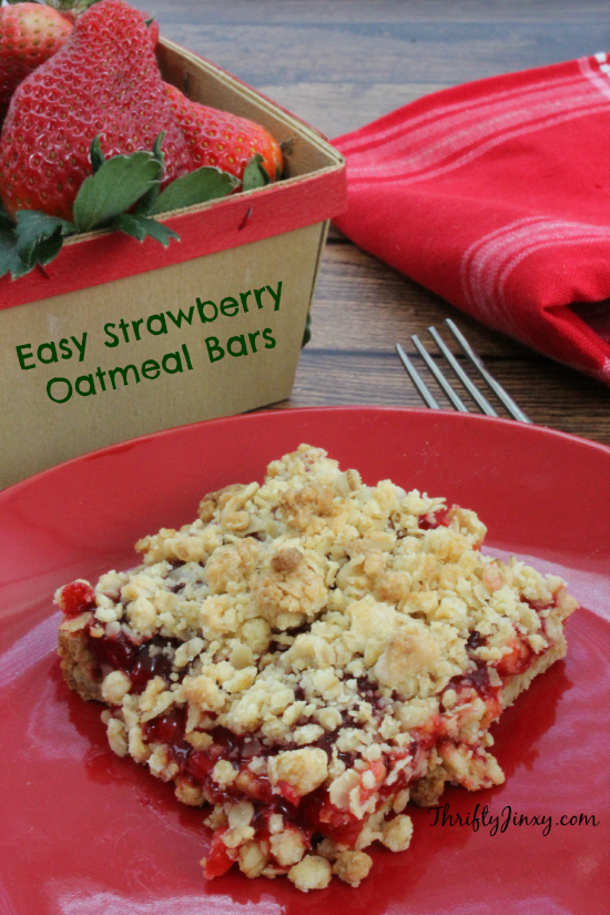 Easy Strawberry Oatmeal Bars from Thrifty Jinkxy