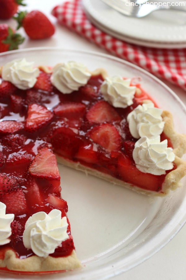 Easy STrawberry Pie, Cincy Shopper: Summer = strawberry season! Looking for some ways to use those yummy berries? Here are 25 summertime recipes for amazing strawberry desserts and treats!