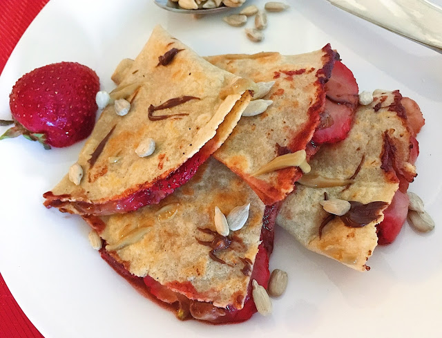 Strawberry Chunky Monkey Quesadilla from Casey the College Celiac: Summer = strawberry season! Looking for some ways to use those yummy berries? Here are 25 summertime recipes for amazing strawberry desserts and treats!
